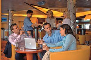 In der AIDA Bar genießt ihr Drinks. Foto: AIDA Cruises
