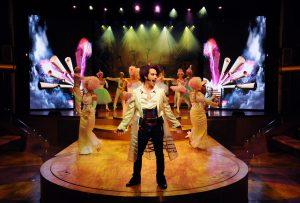 Show im Theatrium Foto: AIDA Cruises