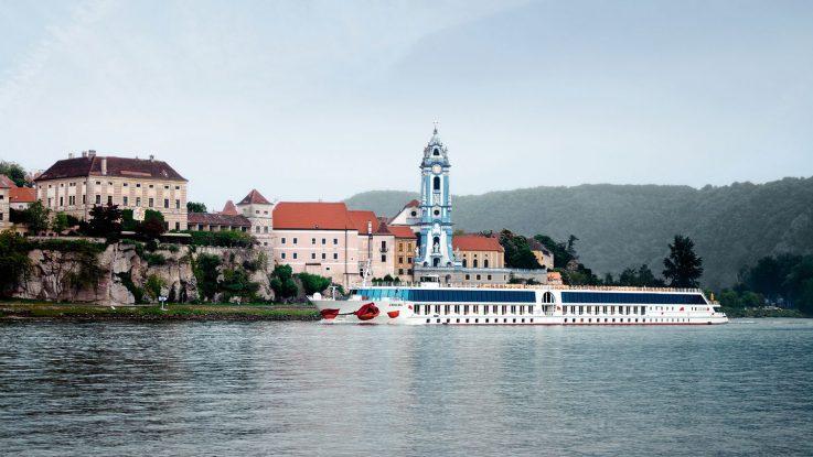Ein Schiff der A-Rosa Donauflotte vor Duenstein. Foto: A-ROSA Flussschiff GmbH