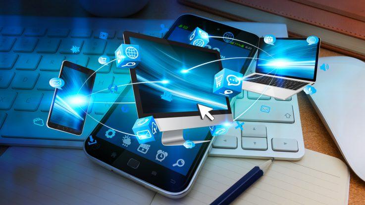 Viele Geräte sind heute vernetzt, gerade beim Roaming ist auf einiges zu achten. Foto: sdecoret / Fotolia