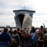 Die Queen Mary 2 besucht im Rahmen ihrer Weltreise Dubai und trifft die Queen Elizabeth 2. Foto: Norman Bergeest