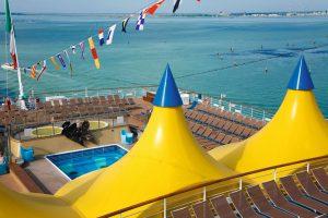 Das Außendeck mit seiner tollen Aussicht. Foto: Costa Crociere