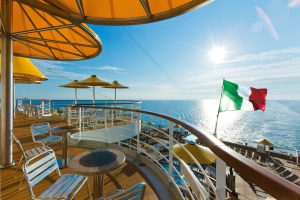 Das Deck lädt zu entspannenden Ausflügen ein. Foto: Costa Conciere