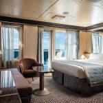 Eine der sehr geräumigen Suiten mit Balkon. Foto: Costa Crociere