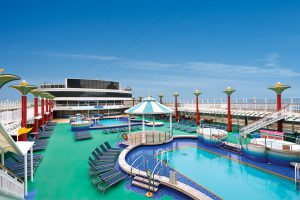 Der großzügige Pool Bereich. Norwegian Cruise Line