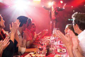 Das Illusionarium bietet neben bester Unterhaltung leckeres Essen. Foto: Norwegian Cruise Line