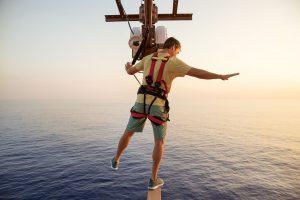 Adrenalin garantiert. Im Klettergarten könnt ihr direkt über dem Meer stehen. Foto: Norwegian Cruise Line