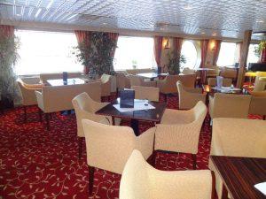 Der Panorama Salon auf der MS Normandie. Foto: 1AVista Reisen