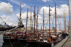 Auf der Kieler Woche erwarten euch viele Traditionssegler. Foto: Kiel-Marketing/K.Steigueber