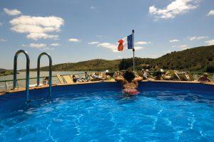 Der Pool auf dem Sonnendeck. Foto: 1AVista Reisen