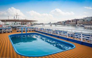 Der Pool auf dem Sonnendeck. Foto: DCS-Touristik