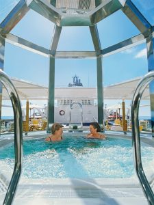 Der Whirlpool an Bord er MS Hanseatic. Foto: Hapag Lloyd Cruises