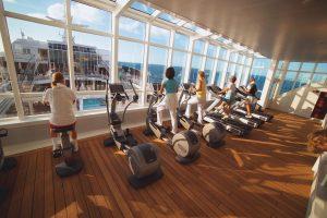 Der große Fitness-Bereich mit besten Blick. Foto: Hapag Lloyd Cruises