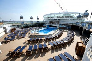 Der große Pool. Foto: P&O Cruises