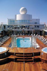 Das große Pool Deck. Foto: Regent Seven Seas Cruises