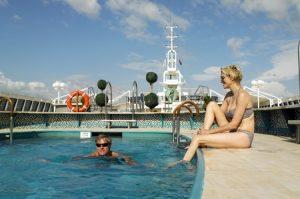 Entspannung findet ihr am Pool. Foto: Fred Olsen Cruise Line