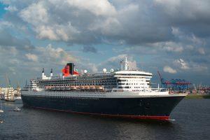 Bald ein neuer Arbeitsplatz? Traumschiffe wie die Queen Mary 2 bereisen die ganze Welt. Foto: Connect