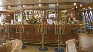 Die Bar an Bord. Foto: plantours & Partner GmbH