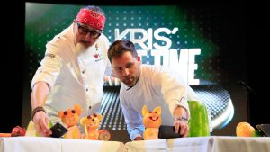 TV-Koch Stefan Marquard während der Prime Time-Show auf der AIDAluna. Foto: AIDA Cruises