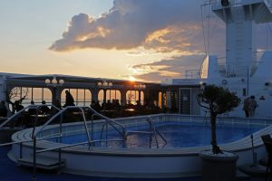 Der Pool am Abend. Foto: plantours & Partner GmbH
