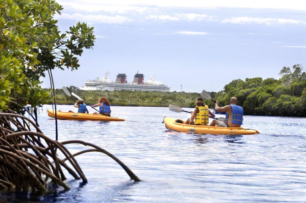 Ihr könnt euch Kajaks ausleihen und die Insel erkunden. Foto: Disney Cruise Line