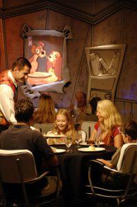 Gemütlich und stilvoll sind die Restaurants. Foto: Disney Cruise Line