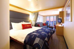Eine der komfortablen Kabinen an Bord. Foto: Disney Cruise Line/Matt Stroshane