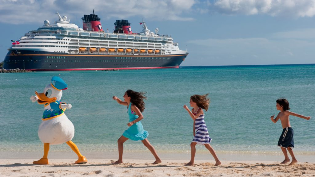 Viel Spaß auf der Insel, natürlich mit Disney Figuren. Foto: Disney Cruise Line