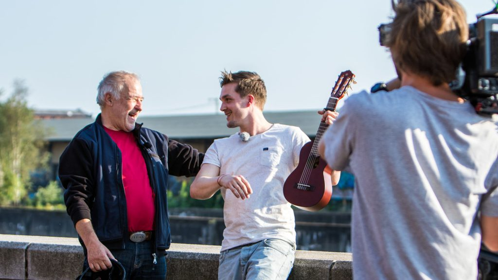 Jasper Vogt und Konrad Wissmann beim Dreh. Foto: Hamburg Huus - Christian Bresch