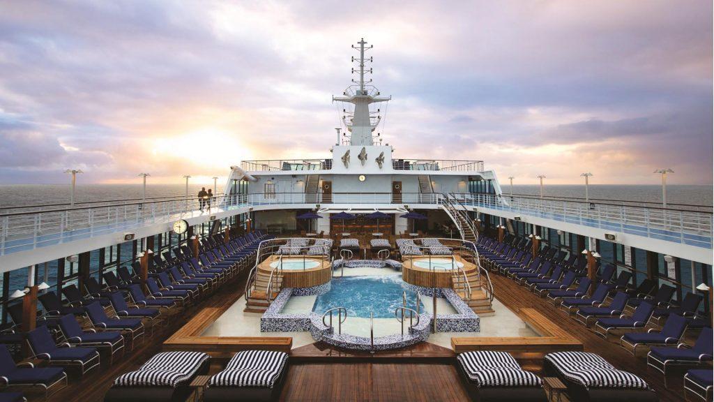 Das großzügige Deck der MS Insignia. Foto: Oceania Crusies
