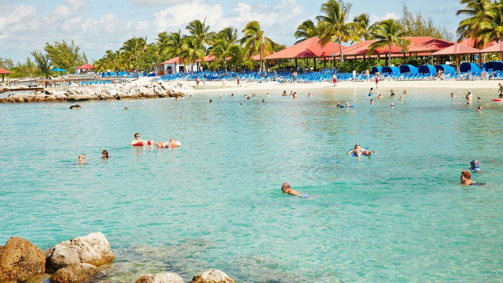 Am wunderbaren Sandstrand gemütlich im Ozean baden. Foto: Princess Cruises