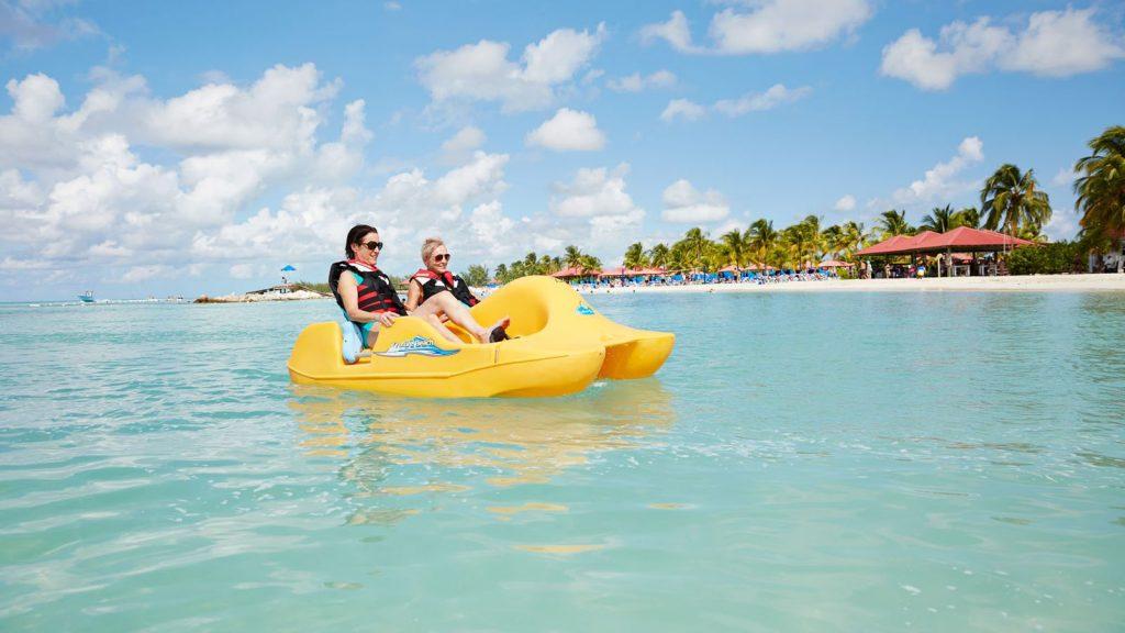Mit Tretboten die Insel erkunden. Foto: Princess Cruises