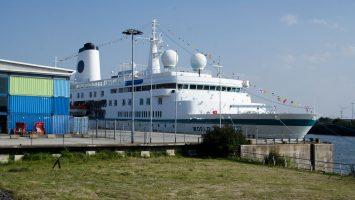 Als World Odyssey kam die MS Deutschland nach Hamburg, in den nächsten Monaten wird sie wieder unter alten Namen für Phoenix Reisen unterwegs sein. (Archivbild= Foto: bergeest