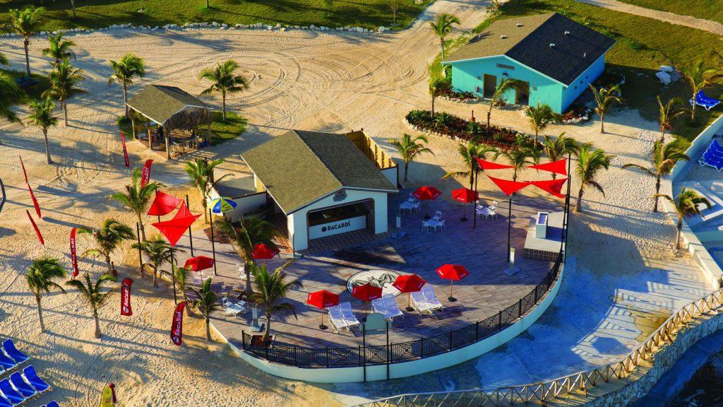 Die Bacardi Bar auf der Insel ist ein beliebter Treffpunkt. Foto: Norwegian Cruise Line