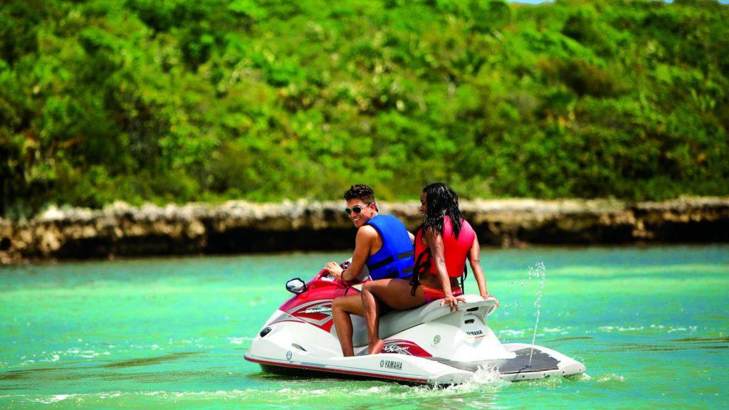 Mit dem JetSki die Insel erkunden. Foto: Norwegian Cruise Line