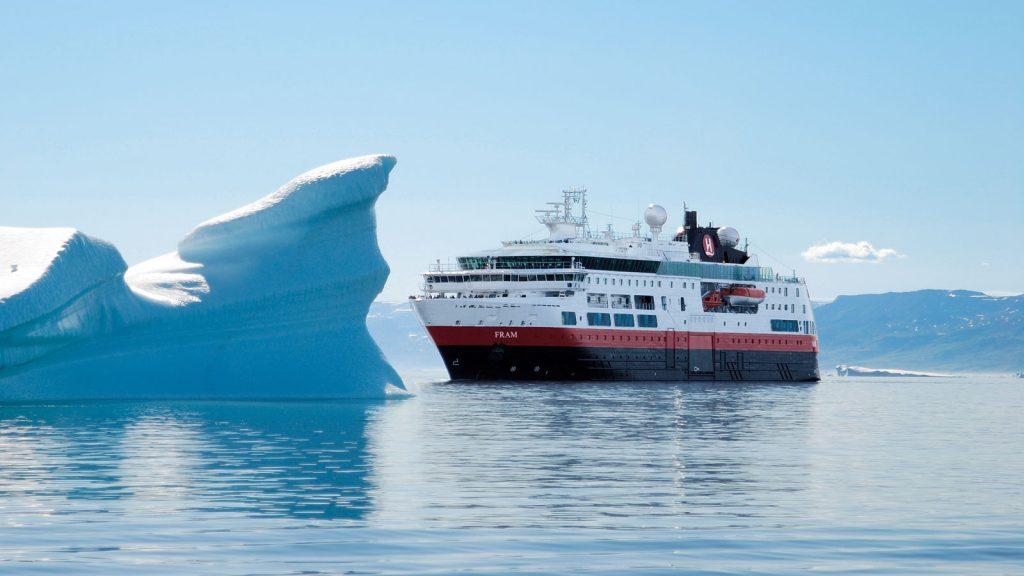 Die Fram in Grönland. Foto: Hurtigruten/Thomas Mauch