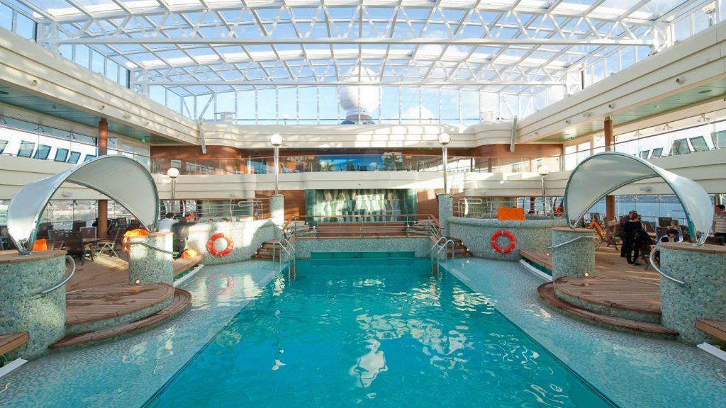 Der Pool-Bereich auf der MSC Magnifica. Foto: MSC Kreuzfahrten