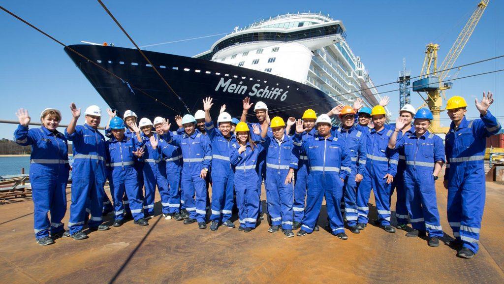 Große Teile der Crew sind seit Freitag an Bord. Foto: TUI Cruises