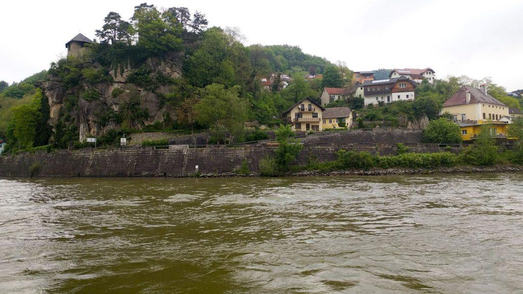 Am Morgen fuhren wir an der Burg Werfenstein vorbei. Foto: bergeest