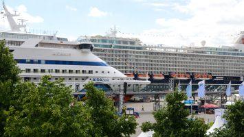 Die AIDAaura und Mein Schiff 4 - Wir stellen euch verschiedene Schiffstypen vor. Foto: bergeest