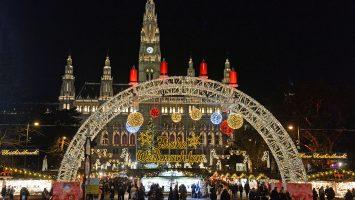 Der Wiener Christkindelmarkt vor dem Rathaus der österreichischen Hauptstadt. Foto: André Lenthe