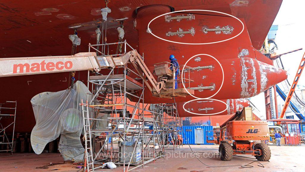 Arbeiten an Azipods und Propellern MS Europa 2 in der Werft. Foto: Oliver Asmussen/oceanliner-pictures.com