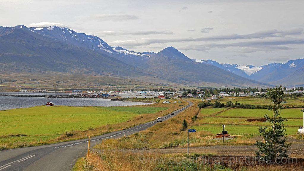 Blick auf Akureyri von der Landstraße 82 auf Island. Foto: Oliver Asmussen/oceanliner-pictures.com