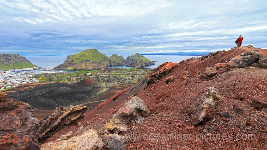 Blick vom Eldfell Vulkan auf Heimaey und Island. Foto: Oliver Asmussen/oceanliner-pictures.com
