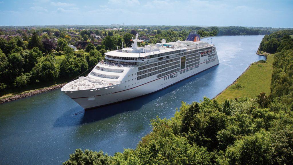 Drei Tage geht es mit der MS Europa 2 auf Kurzkreuzfahrt zum Thema Fashion. Foto: Hapag Lloyd Cruises