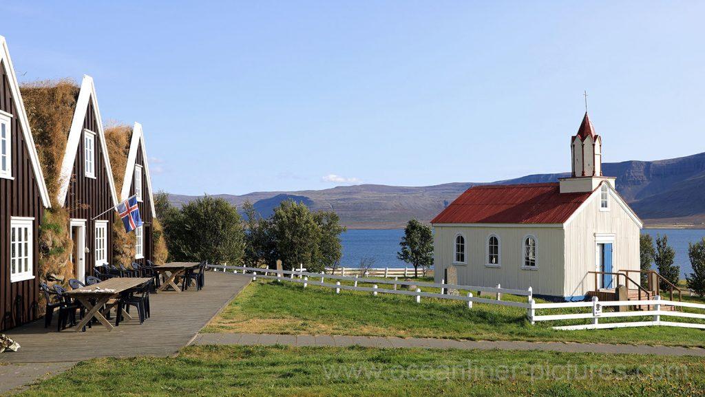 Hrafnseyri Cafe und Kirche in den Westfjorden auf Island. Foto: Oliver Asmussen/oceanliner-pictures.com