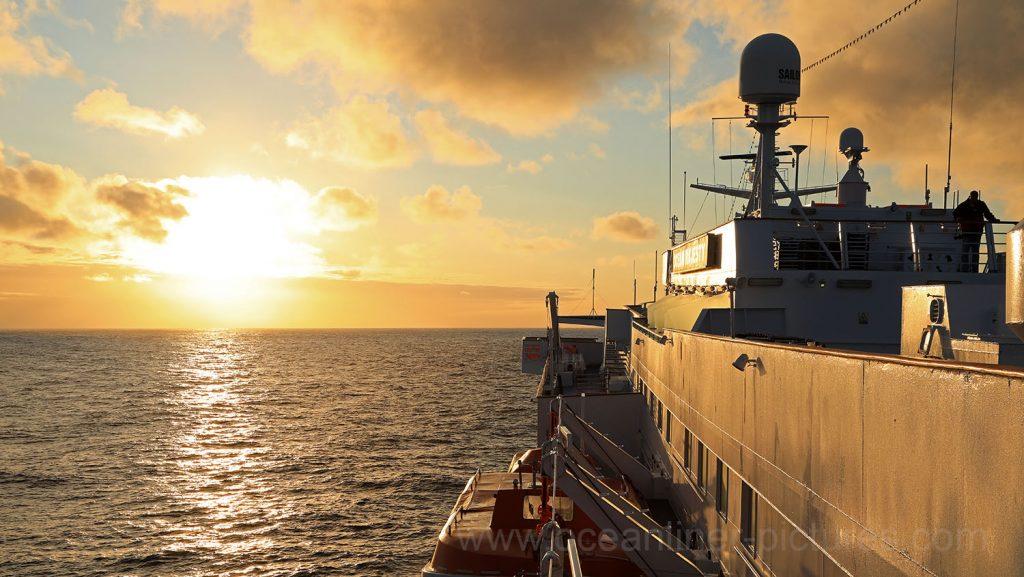 MS Ocean Majesty Sonnenuntergang auf See. Foto: Oliver Asmussen/oceanliner-pictures.com