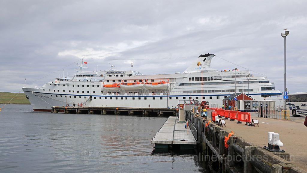 MS Ocean Majesty in Lerwick. Foto: Oliver Asmussen/oceanliner-pictures.com