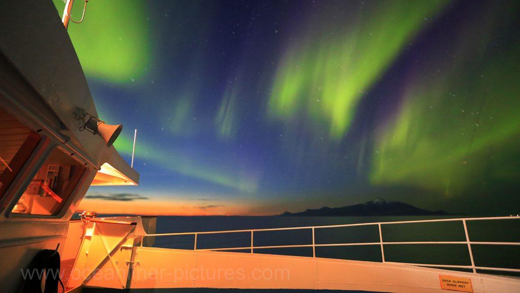 Polarlichter an Bord MS Ocean Majesty vor Island. Foto: Oliver Asmussen/oceanliner-pictures.com
