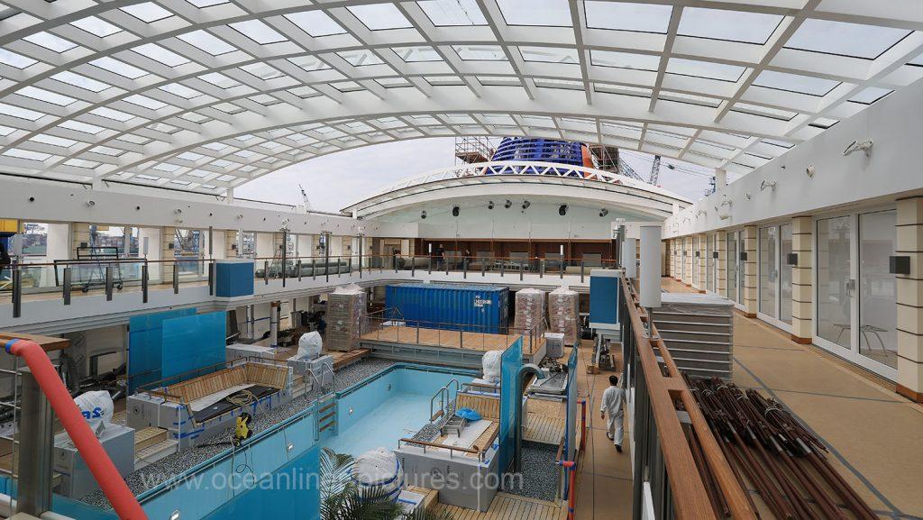 Sonnendecks und Pool Europa 2 in der Werft. Foto: Oliver Asmussen/oceanliner-pictures.com